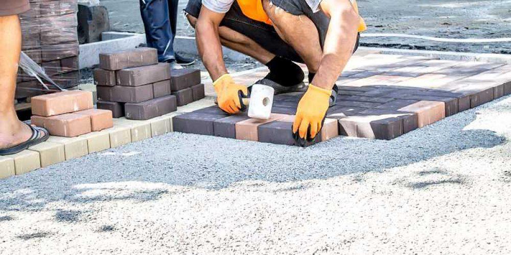 Odzież robocza, pracownik budowlany.